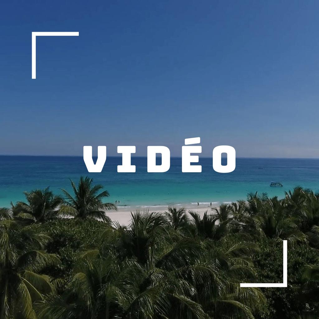 Une plage paradisiaque avec une cadre en diagonale et le mot vidéo au centre