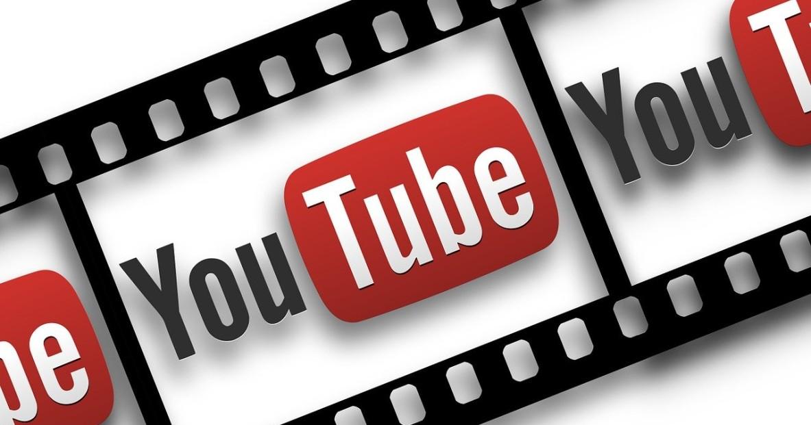 Le logo de YouTube sur une bande de film pour illustrer le guide sur comment télécharger de la musique gratuitement