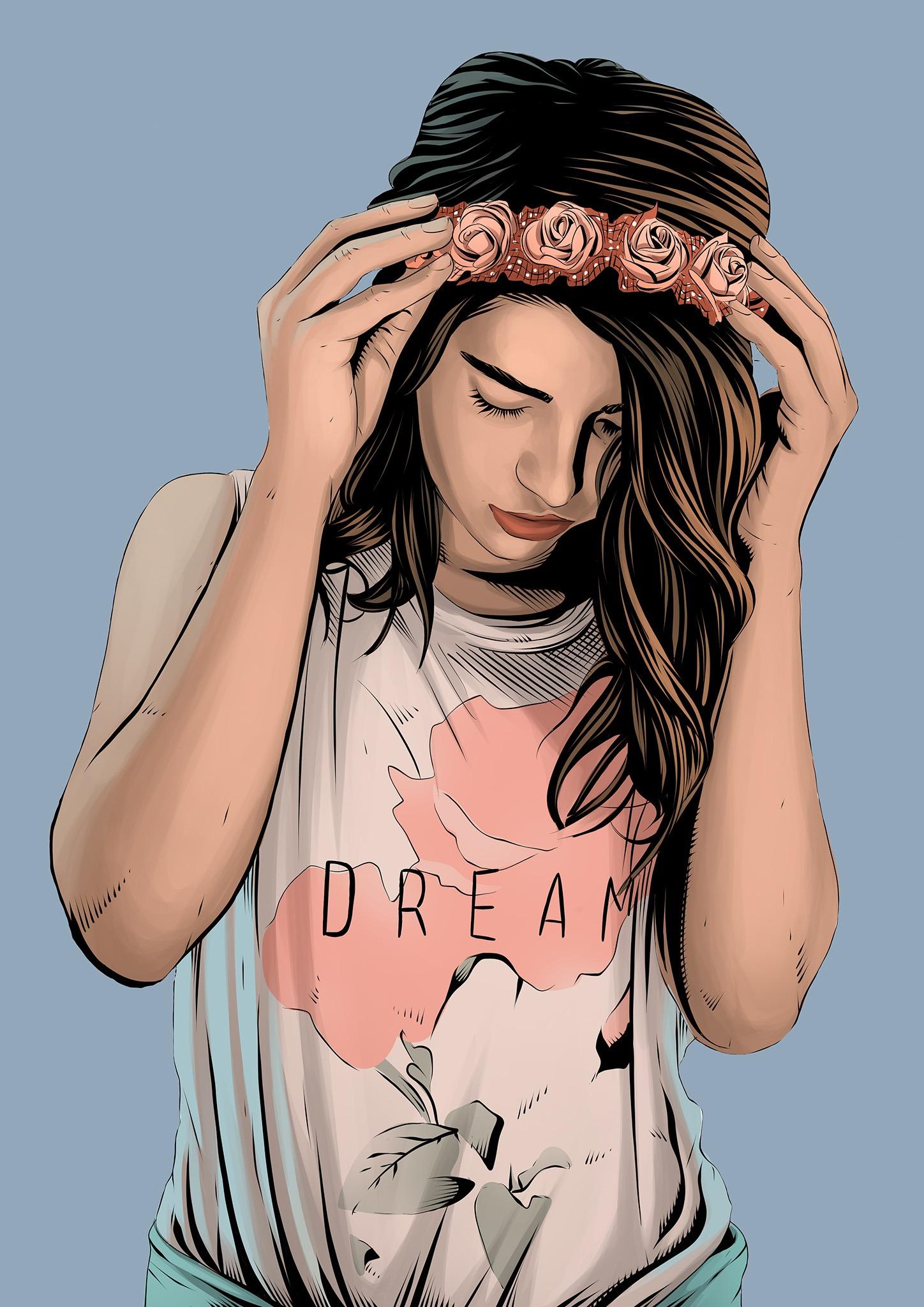 Jeune femme portant une couronne de roses et un t-shirt blanc où il est inscrit Dream